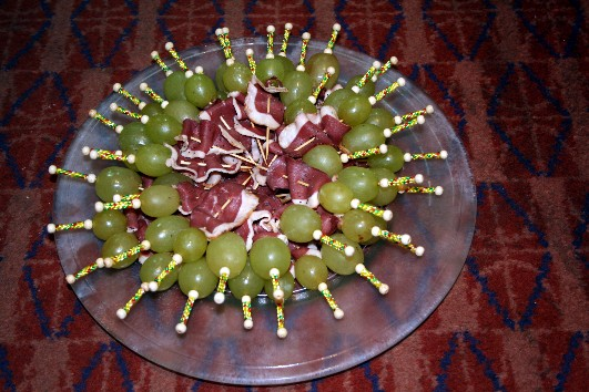 Minis brochettes raisin/magret fumé